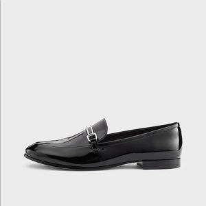 2/30 🛍 DKNY Black Ward Patent Loafer (AS IS)
